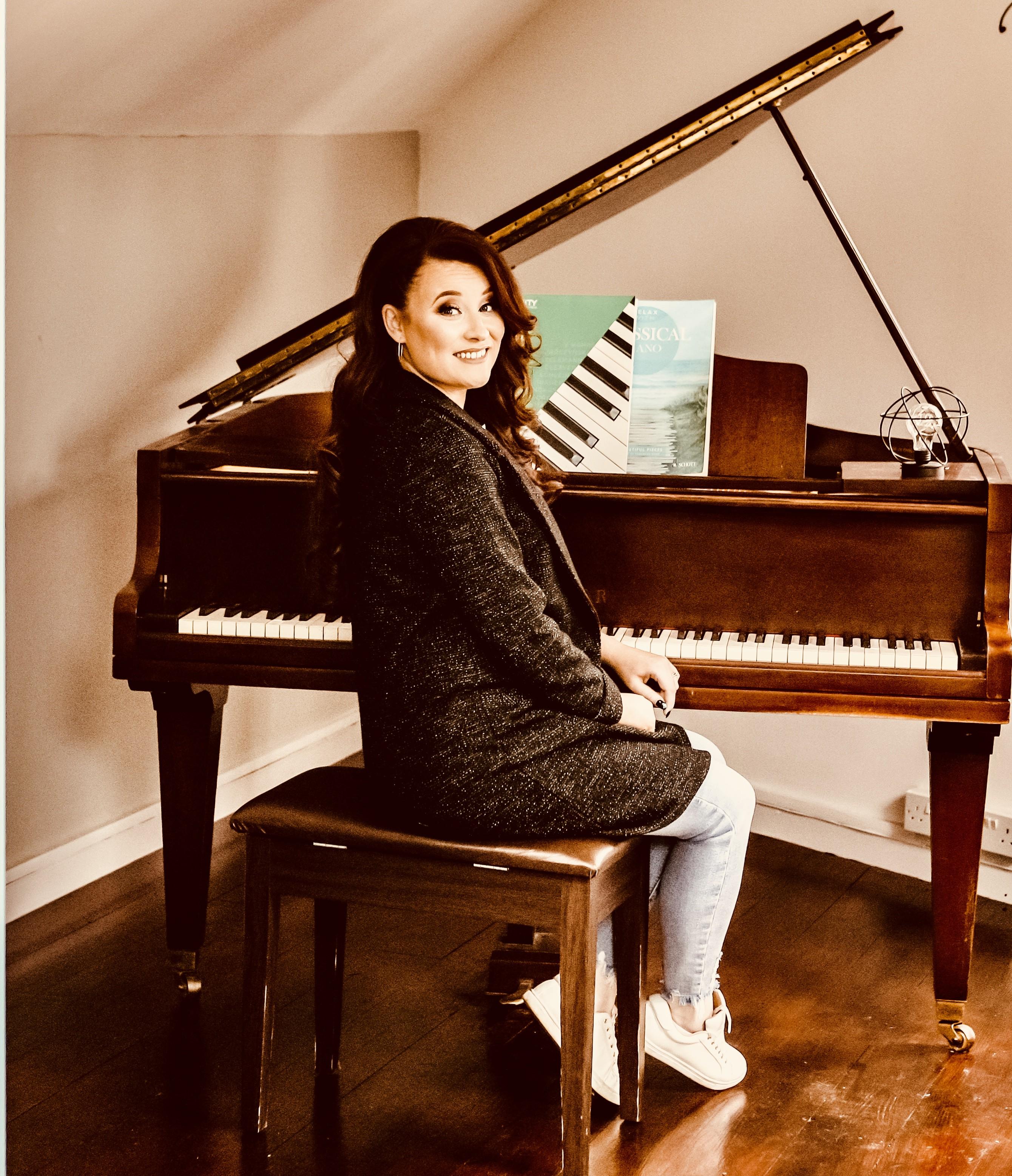 megan_louise_piano_(13_of_26)